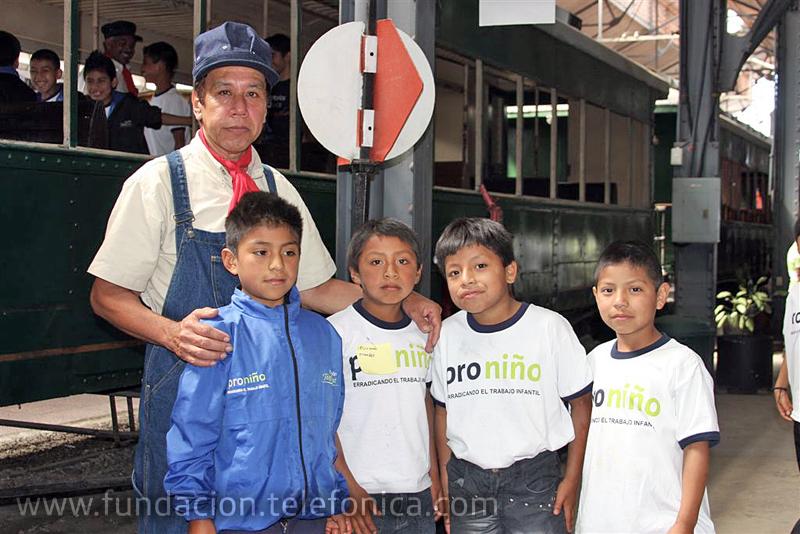 Voluntarios Telefónica invitan a 305 niños de Proniño al Museo del Ferrocarril (fegua)