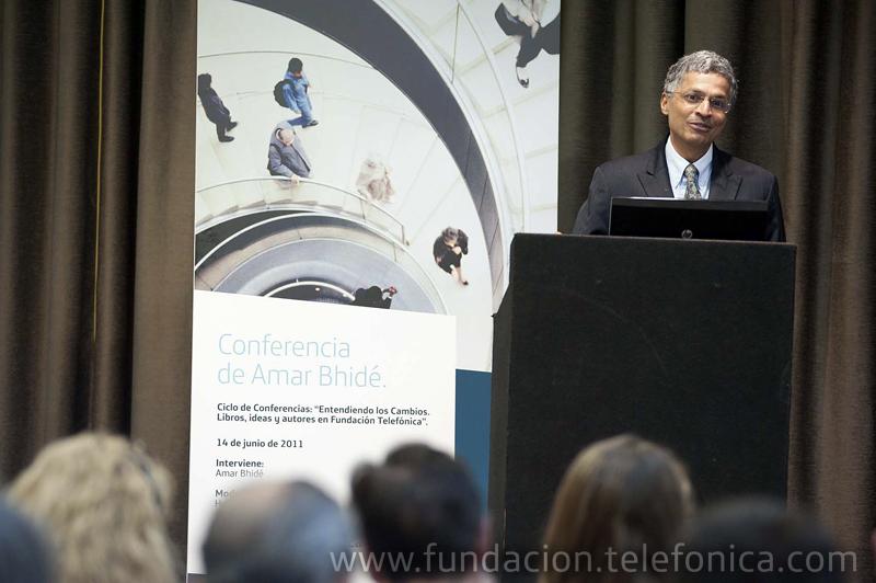 """El experto en innovación Amar Bhidé participó en el ciclo """"Entendiendo los cambios. Ideas, libros y autores"""" en Fundación Telefónica."""