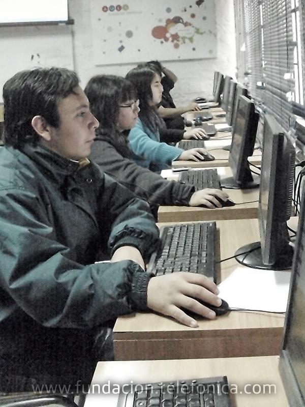 Los Jóvenes Fundación Telefónica Chile fortalecen sus competencias tecnológicas.
