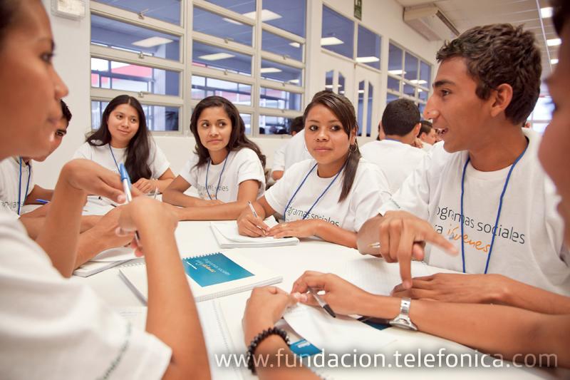 El eje de empleabilidad, presente en el programa Jóvenes Fundación Telefónica en El Salvador