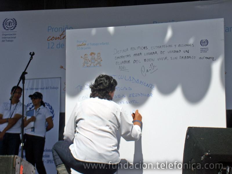 Elba Gamez, de la OIT - IPEC Ecuador firmó su compromiso público en esta alianza institucional.