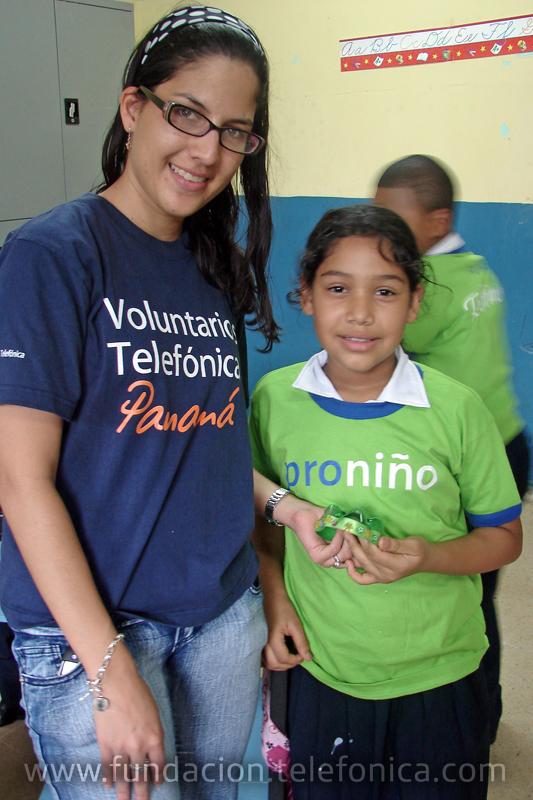 Los Voluntarios enseñaron a más de 30 niños y niñas del programa Proniño la importancia de reducir, reciclar y reutilizar.