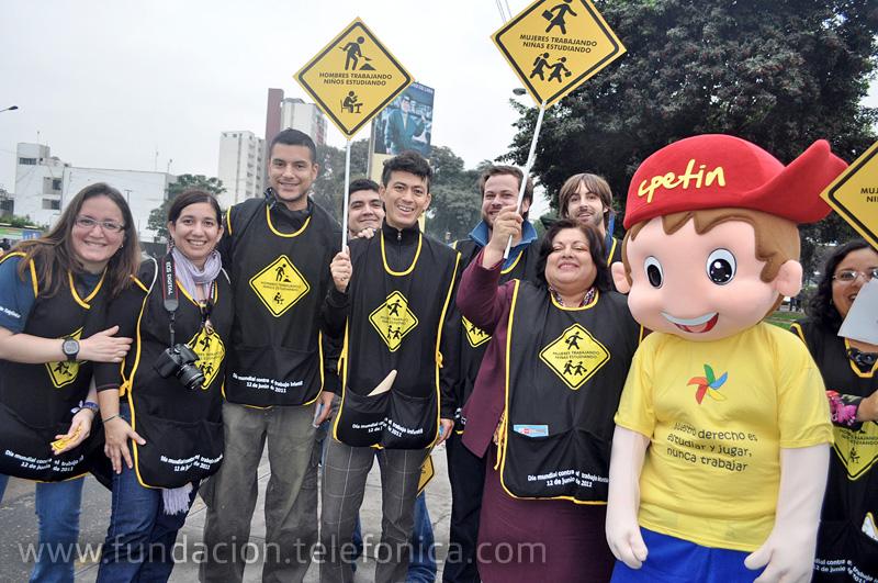Voluntarios Telefónica, el grupo musical Bareto, Manuela García, Ministra de Trabajo y Promoción del Empleo, y CPETIN.