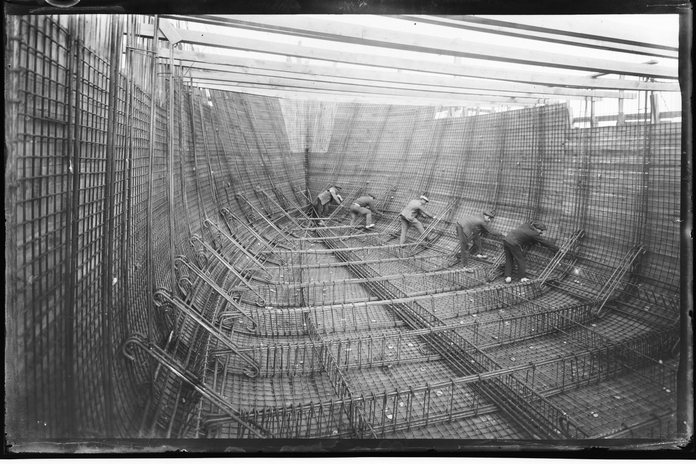 Construcción del Mirotres, primer barco de cemento armado fabricado en España. Astilleros de Malgrat de Mar. c.1917.jpg © Fondo BRANGULÍ, ANC