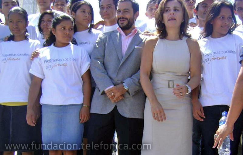 Primera Dama de El Salvador junto a los representantes de la OIT y los Jóvenes Fundación Telefónica.
