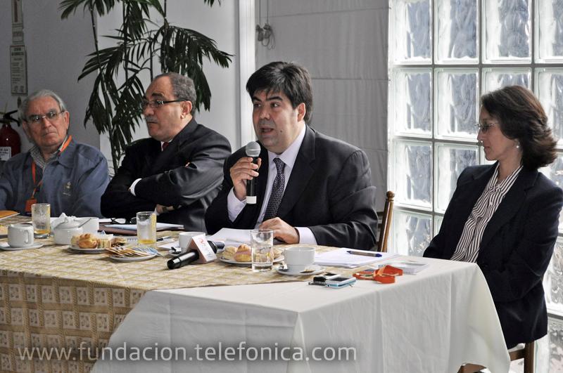 De izq a der: el presidente del Consejo Nacional de Educación (CNE), Jesús Herrero; el viceministro de Gestión Pedagógica (MINEDU), IdelVexler; el director de Fundación Telefónica, Mario Coronado; yla directora del Instituto de Estudios Peruanos (IEP), Roxana Barrantes.
