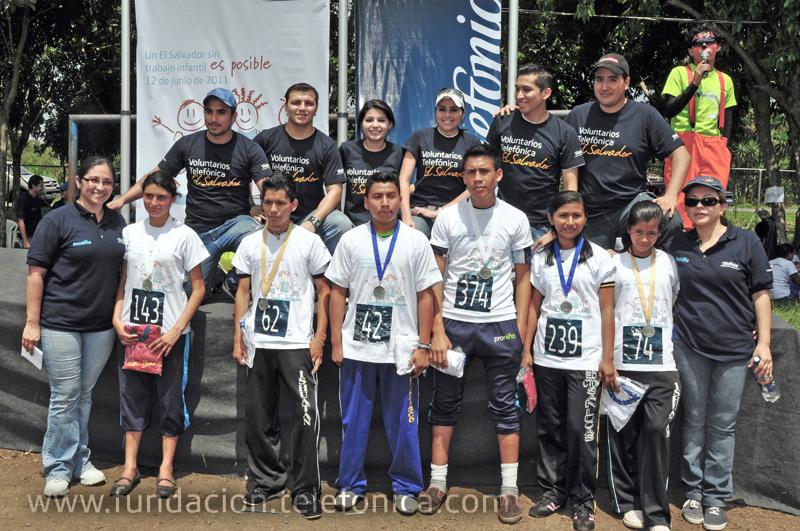 Un grupo de Voluntarios Telefónica, junto a sus familias, participaron en las dos carreras contra el trabajo infantil.