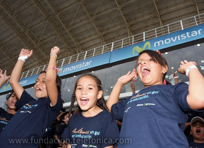 Niños de escuelas Proniño de la Fundación Telefónica durante los entrenamientos de la Copa Movistar.
