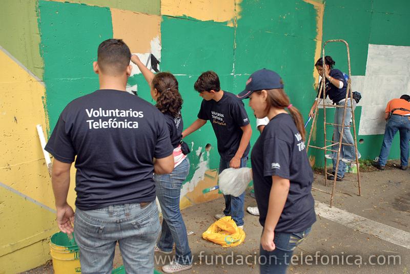 La Casa Comunal de Los Palos Grandes, ubicada en Caracas, fue testigo de una ecológica alianza entre voluntarios y vecinos, al albergar la celebración de la Semana del Ambiente y del Reciclaje, promovida por ECOGUIA y la Fundación Telefónica.