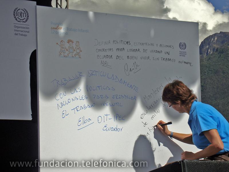 Dagmar Thiel, Vicepresidenta de Fundación Telefónica Ecuador firmó su compromiso público en esta alianza institucional.