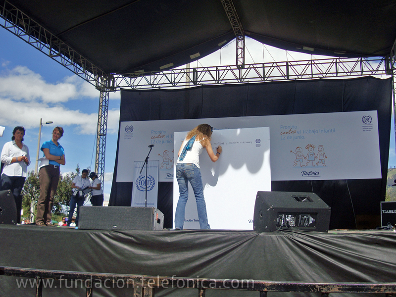 Cecilia Vaca, Gerente de Programas para erradicar el trabajo infantil del Ministerio de Relaciones Laborales del Ecuador firmó su compromiso público en esta alianza institucional.