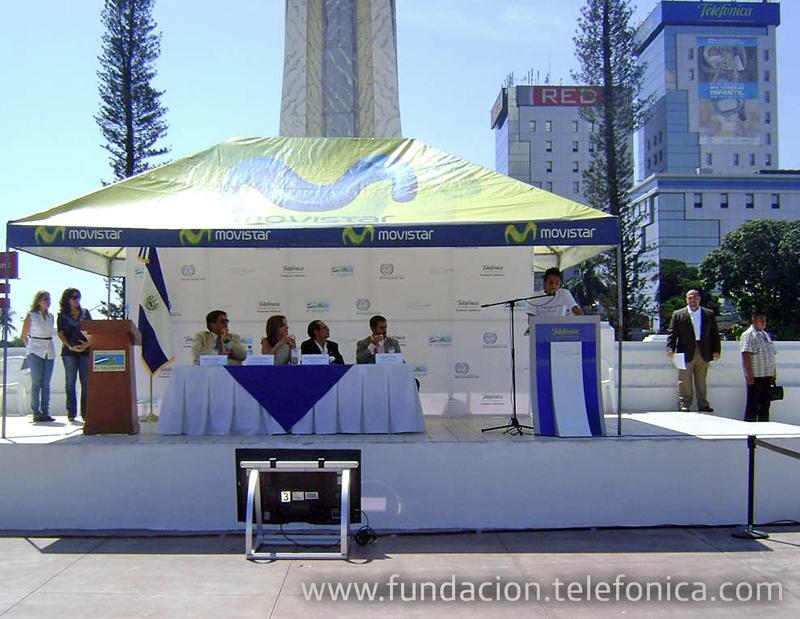 Erick Vargas, Joven Fundación Telefónica, dando su discurso sobre trabajo infantil.
