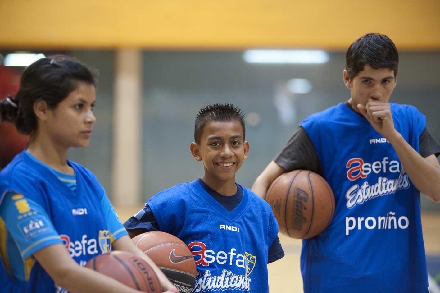 El objetivo de esta actividad es fomentar valores entre los más pequeños y trasmitirles la importancia de trabajar en equipo y llevar una vida activa y saludable.