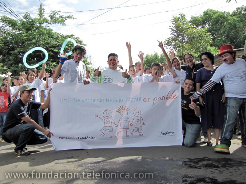 """Los participantes listos para iniciar la carrera """"Un El Salvador sin trabajo infantil es posible"""""""