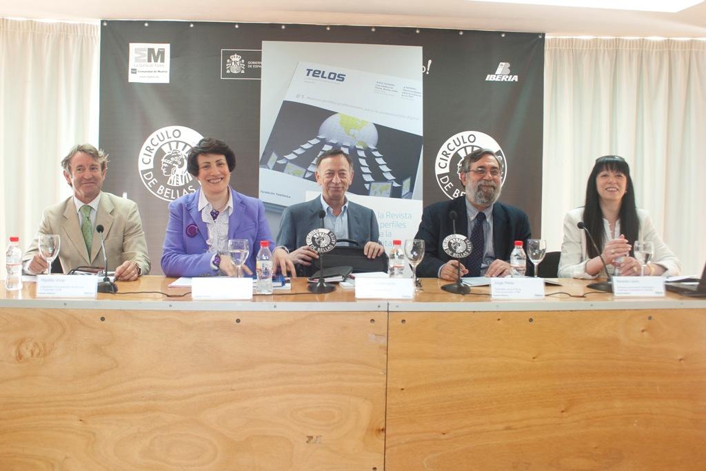 De izquierda a derecha, Hipólito Vivar, Rosa María Sainz Peña, Enrique Bustamante, Jorge Pérez y Nereida López.