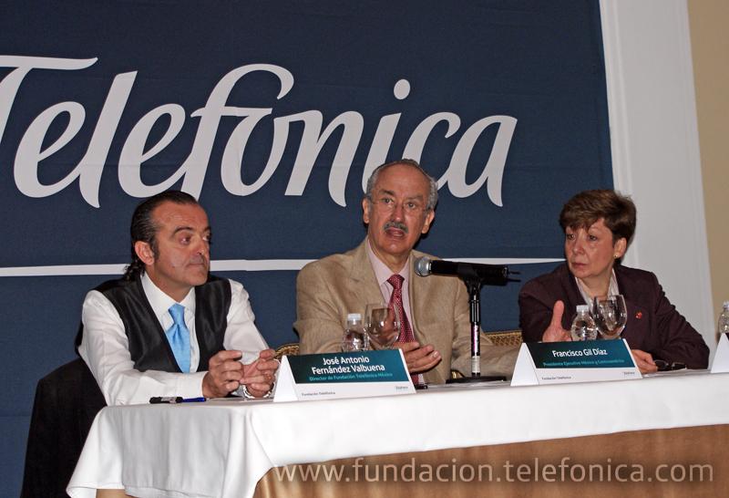 De izquierda a derecha, José Antonio Fernández Valbuena, Director de Fundación Telefónica; Francisco Gil Díaz, Presidente Ejecutivo de Telefónica México y Centroamérica y María Josefina Menéndez, Directora de Save the Children en México.