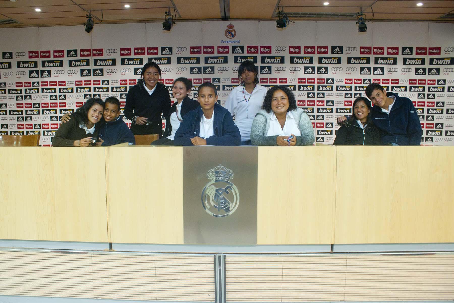 Los jóvenes han podido disfrutar de la experiencia de conocer desde dentro el Santiago Bernabéu y visitar los lugares más emblemáticos del coliseo blanco.