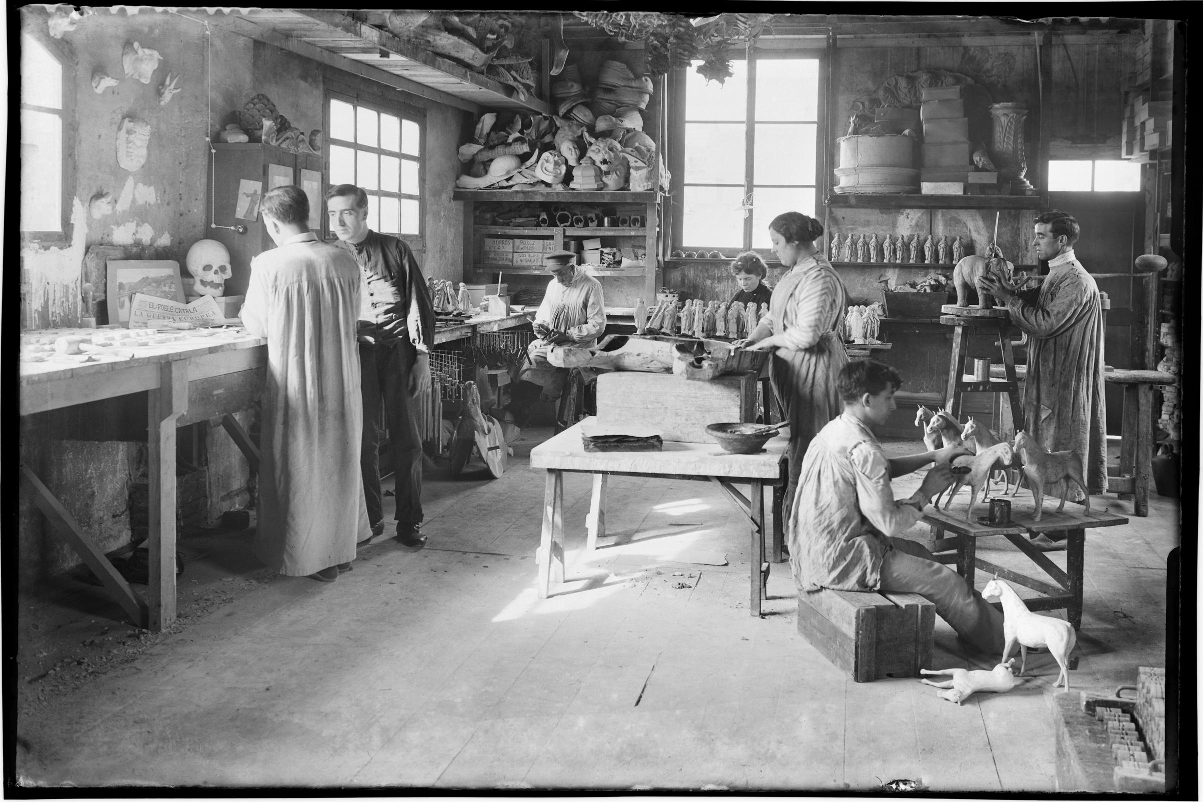 Fábrica de juguetes. Taller de pintura. Barcelona, c.1914 © Fondo BRANGULÍ, ANC