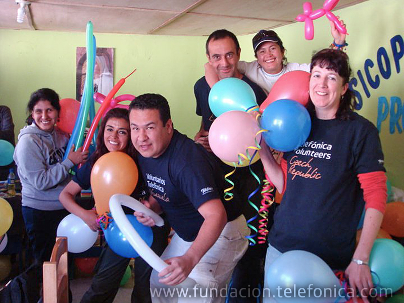 Los primeros empleados voluntarios de Telefónica llegan a Perú y Colombia