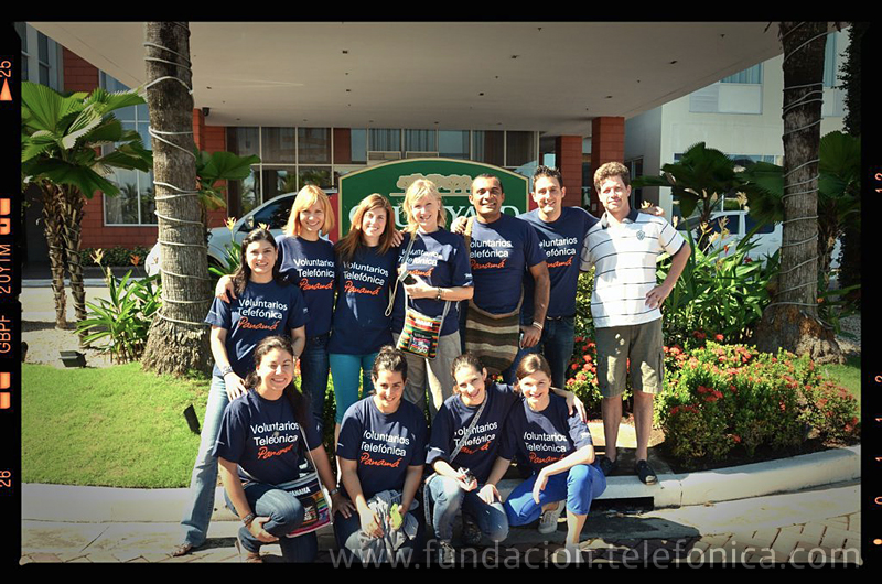 Un grupo de Voluntarios Telefónica en Boquete (Panamá).