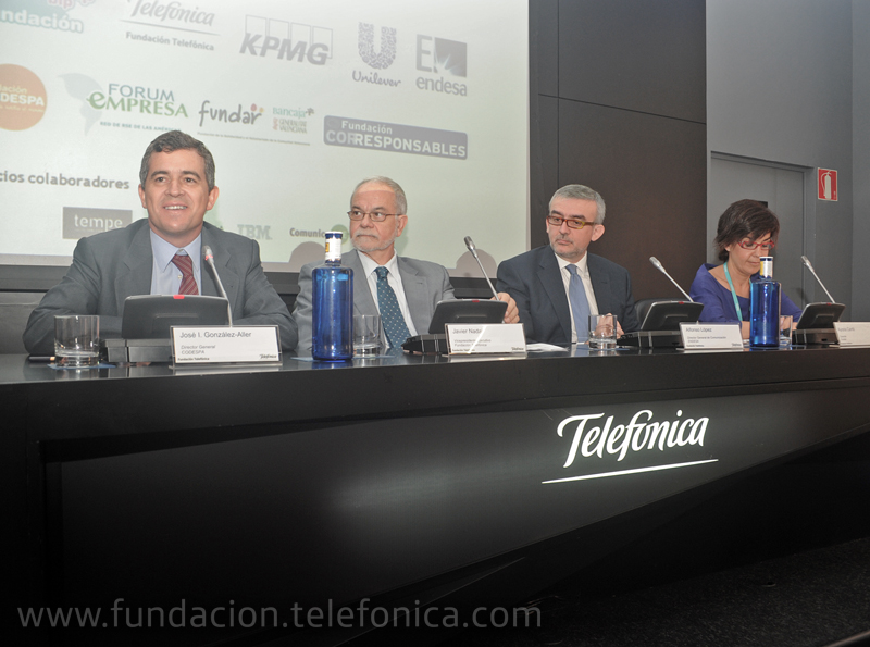 De Izquierda a derecha: José Ignacio González-Aller, Director General de Codespa; Javier Nadal, Vicepresidente Ejecutivo de Fundación Telefónica; Alfonso López, Director General Comunicación Endesa y Aurora Cantó Romero, gerente de Fundar.