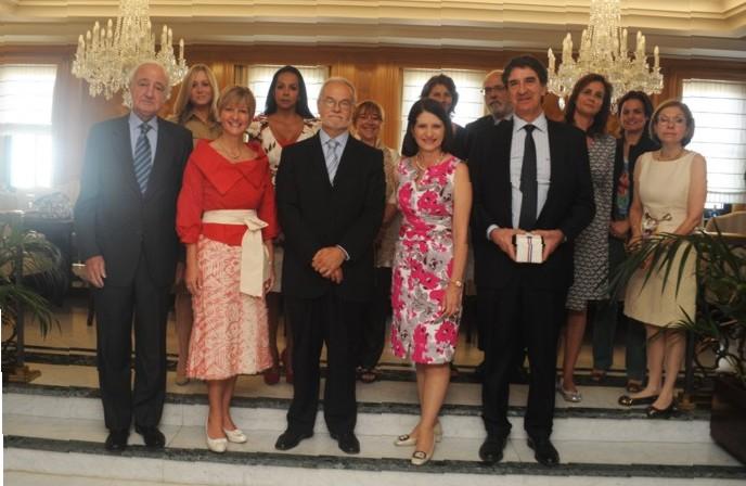 En el centro de la imagen, Javier Nadal, Vicepresidente Ejecutivo de Fundación Telefónica y Dña. Marta Linares de Martinelli, Primera Dama de Panamá