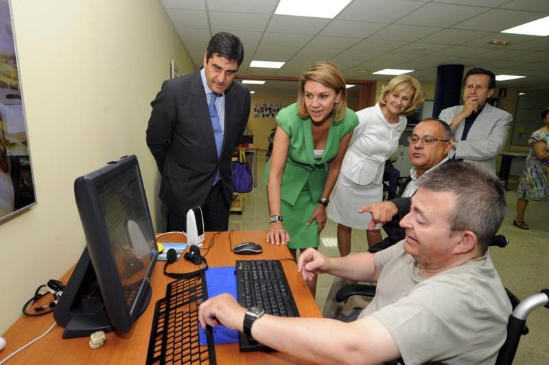 La presidenta de Castilla-La Mancha, María Dolores Cospedal visitó las instalaciones del Centro de Atención a Grandes Discapacidades Físicas y Orgánicas de Albacete 'Infanta Leonor' de COCEMFE-FAMA y asistió a una demostración de los equipos del proyecto RETADIS.