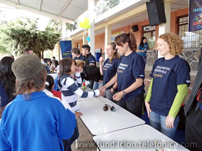 Un total de 18 voluntarios procedentes de varios países donde está presente Telefónica han comenzado sus vacaciones solidarias en estos países para apoyar el programa Proniño de Fundación Telefónica.