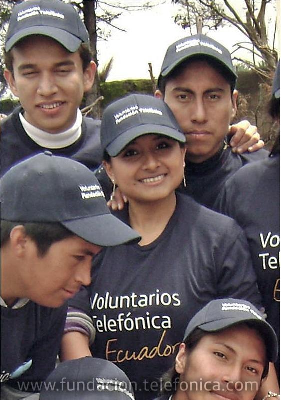 Ruddy Zambrano rodeada de Jóvenes Fundación Telefónica.