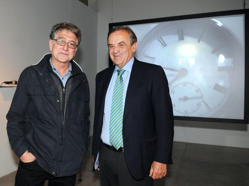 El artista, Jim Campbell junto al Presidente de Telefónica Argentina, Luis Blasco