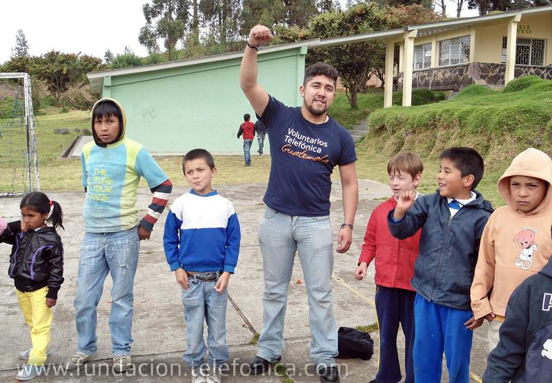 Uno de los Voluntarios Telefónica que está participando en Vacaciones Solidarias durante la actividad desarrollada en Pasto (Colombia).