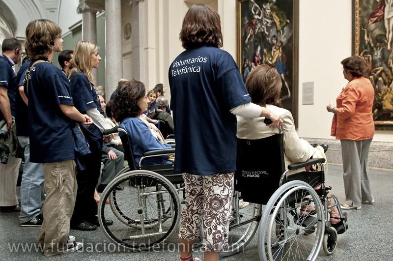 Voluntarios Telefónica acompañaron a enfermos de ELA en una visita al Museo del Prado.