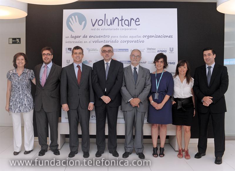 Los asociados a Voluntare.org durante el acto de presentación del portal.