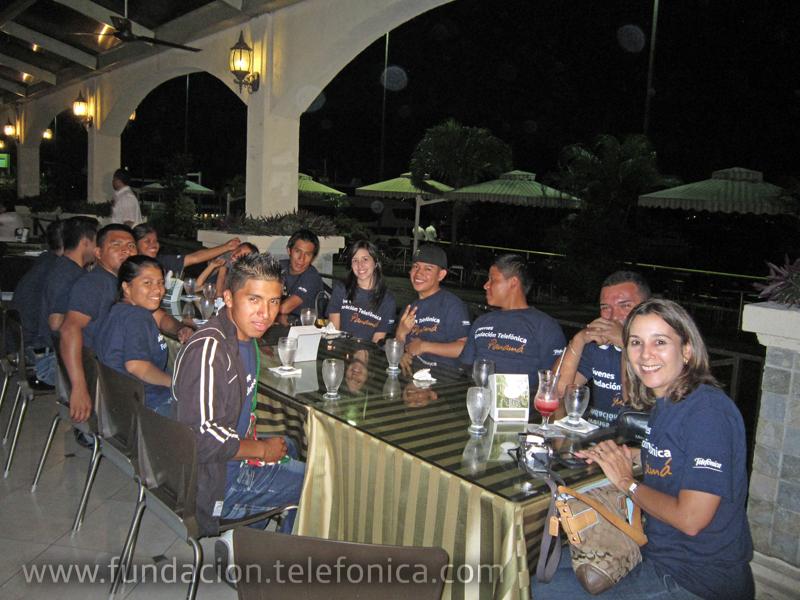 Jóvenes Fundación Telefónica de tour por ciudad de Panamá
