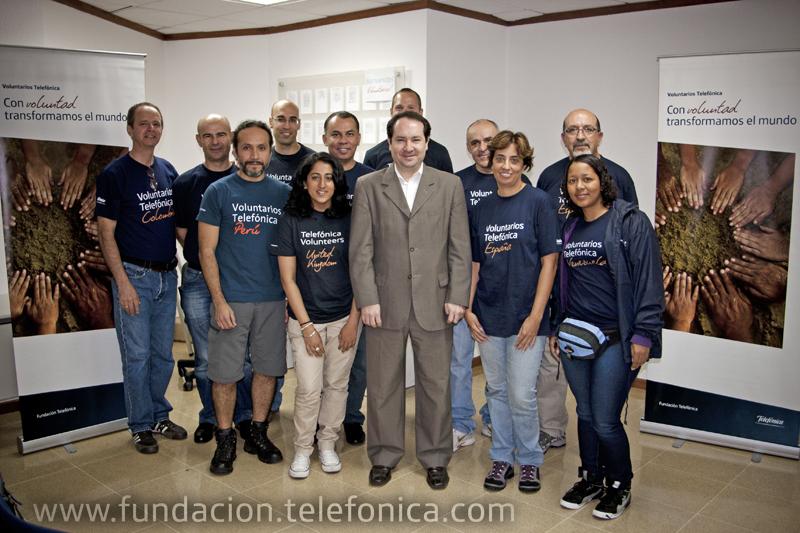 Osman Rodríguez, junto a los 12 Voluntarios Telefónica que están participando en Guatemala en Vacaciones Solidarias.