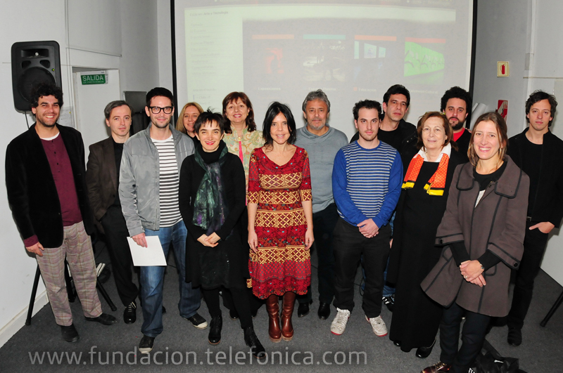 Los ganadores de la edición 2011 del concurso Premio MAMBA/Fundación Telefónica junto a Carmen Grillo (sexta por la izquierda), Directora de Fundación Telefónica en Argentina.