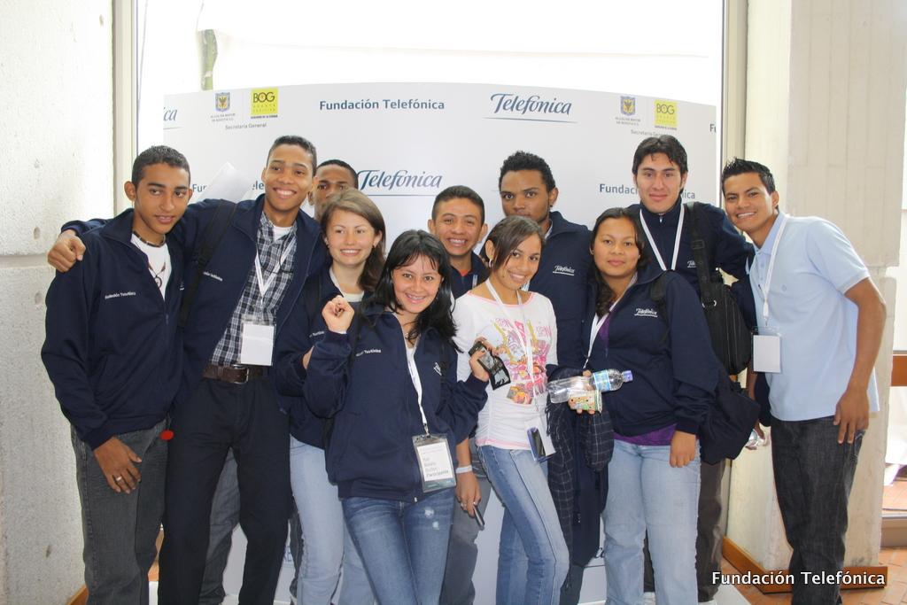 Fundación Telefónica entregó becas a 16 jóvenes colombianos para ayudarles a estudiar en la universidad