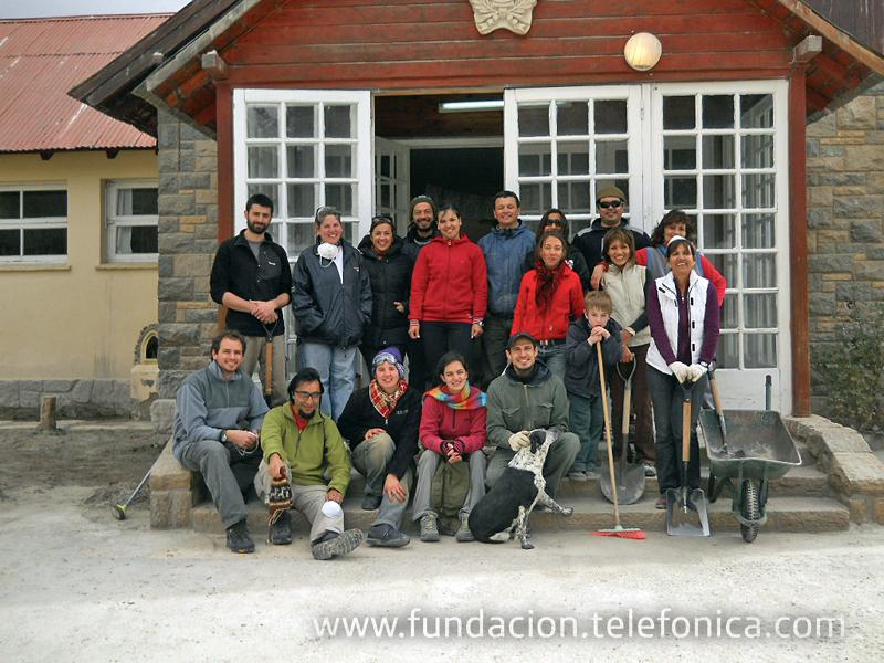 Un grupo de Voluntarios Telefónica ha querido continuar colaborando con los afectados por la erupción del volcán desarrollando una acción directa.