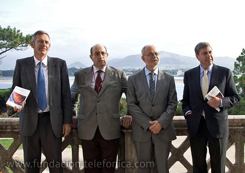 De izquierda a derecha, Manuel Santos, coordinador del libro; Salvador Ordóñez, rector de la UIMP; Javier Nadal, Vicepresidente Ejecutivo de Fundación Telefónica y José Luis García Delgado, director del proyecto
