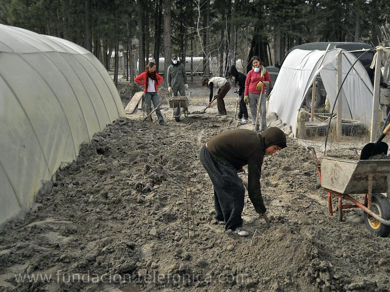 Tras la emisión de residuos que dejó a su paso el volcán, en la escuela había más de 20 centímetros de cenizas.