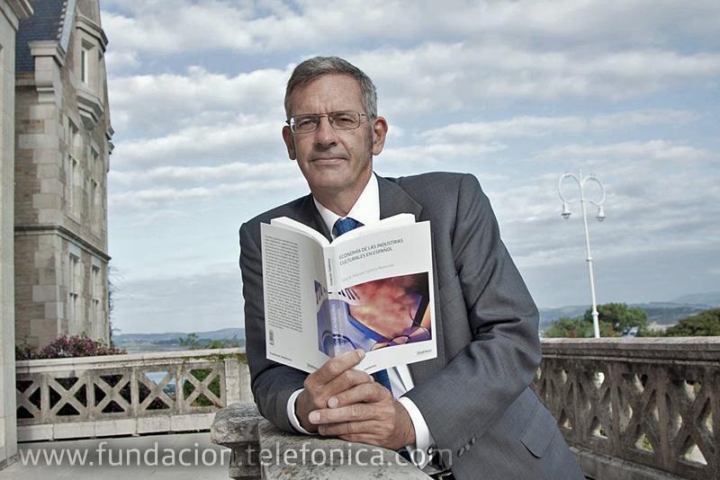 El libro, coordinado por Manuel Santos, analiza el peso de las industrias culturales en la economía española y en la expansión internacional del idioma.