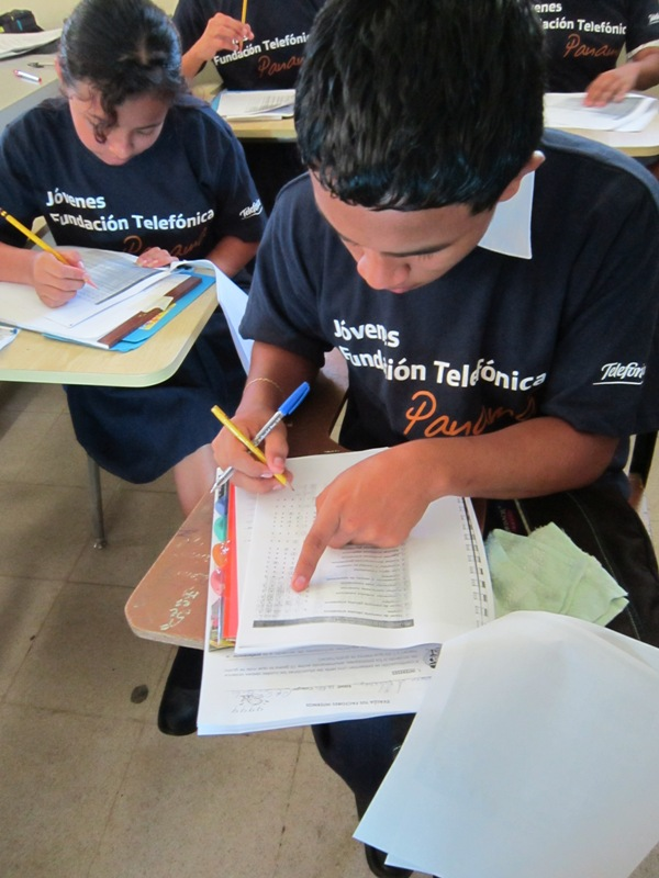 Los Once jóvenes participan en la Campaña Seguimos Juntos y son estudiantes del centro educativo San Carlos.