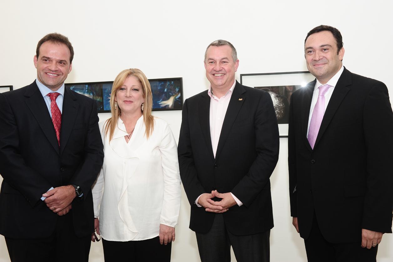 De izquierda a derecha: Manuel Torres, Director Principal de la Asociación Civil Periférico Caracas; Giovanna Bruni, Gerente General de Fundación Telefónica; Michael Duncan, Presidente de Telefónica Venezuela y Douglas Ochoa, Vicepresidente de Comunicaciones Corporativas y Fundación Telefónica.