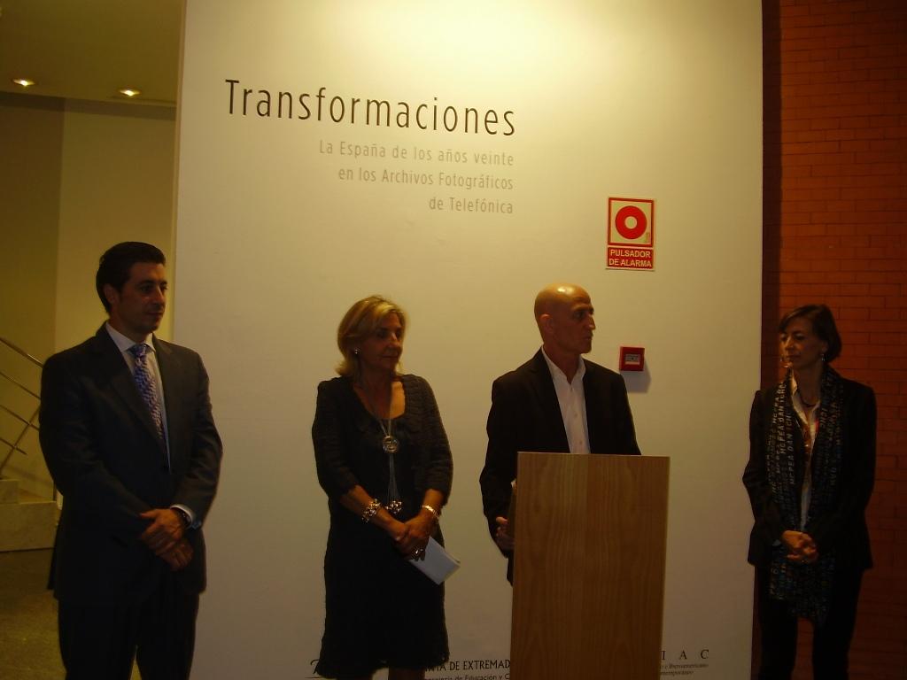 De izquierda a derecha, Miguel Ángel Pérez Polo, Director de Telefónica en Extremadura; Pilar Merino,  Directora General de Patrimonio de la Junta de Extremadura; Antonio Franco, Director del MEIAC y Laura Fernández, Directora de Proyectos Arte y Tecnología de Fundación Telefónica.
