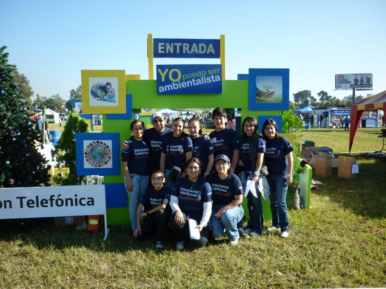 El primer grupo de Voluntarios llegó a la Feria a las 6 de la mañana
