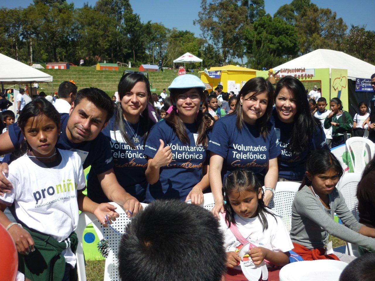 Los Voluntarios y los niños y niñas beneficiarios de Proniño compartieron sonrisas y momentos de alegría.