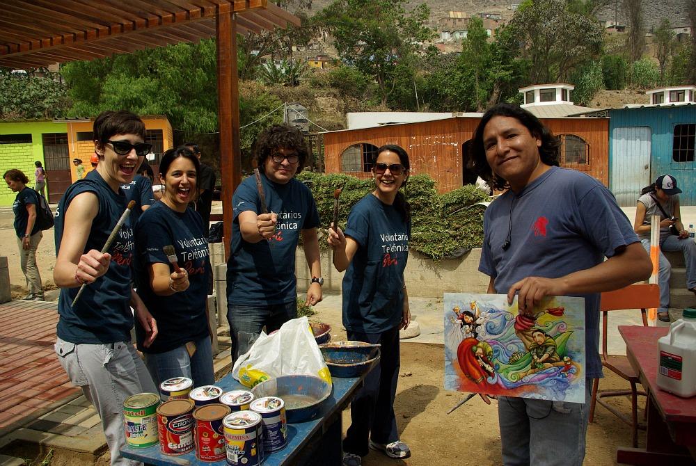 Voluntarios de Telefónica en Perú construyeron un centro recreativo en el colegio Alto Perú de Huachipa