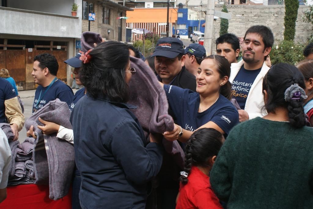 Los Voluntarios Telefónica beneficiaron a dos grupos vulnerables llevando a cabo las campañas Abrígame y Regalando Sonrisas.