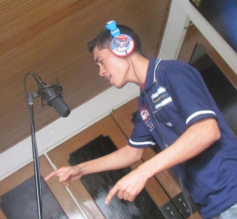 Edgar Rodríguez, participante en el programa Jóvenes Fundación Telefónica en Colombia, ha cumplido uno de sus   grandes sueños: grabar una canción en un estudio profesional y con uno de las bandas de rock más reconocidas en   Colombia: Doctor Krápula.