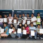 Fundación Telefónica entregó más de 70 becas para jóvenes en El Salvador